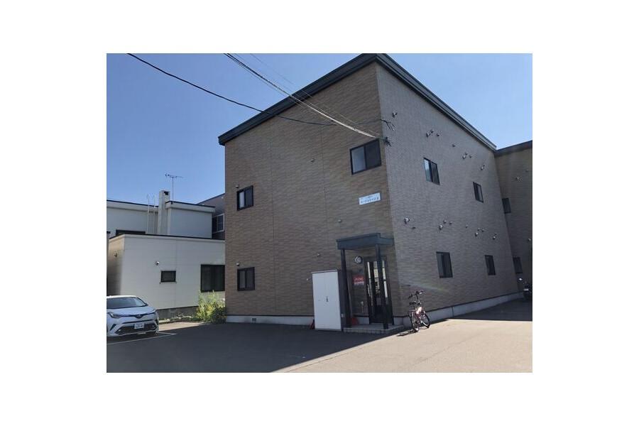 1K Apartment to Rent in Sapporo-shi Nishi-ku Exterior