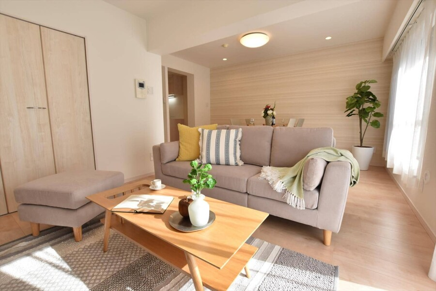 2LDK Apartment to Buy in Yokohama-shi Nishi-ku Living Room