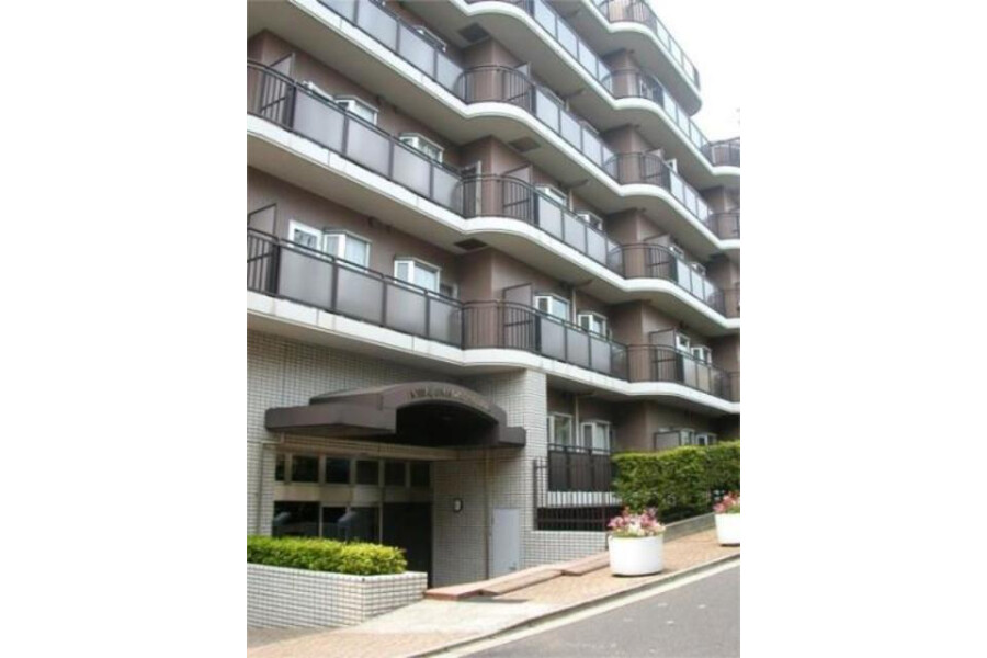 1R Apartment to Rent in Minato-ku Exterior
