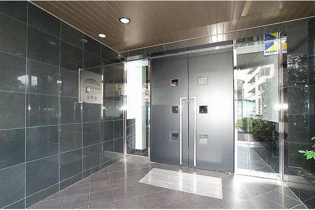 1K Apartment to Rent in Kawasaki-shi Miyamae-ku Entrance Hall