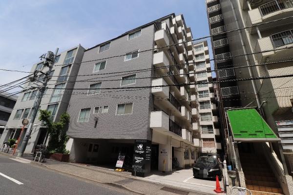 1LDK Apartment to Buy in Minato-ku Exterior