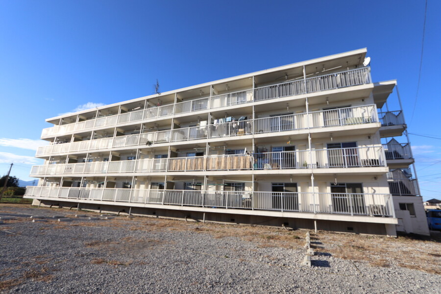 2K Apartment to Rent in Ogaki-shi Exterior