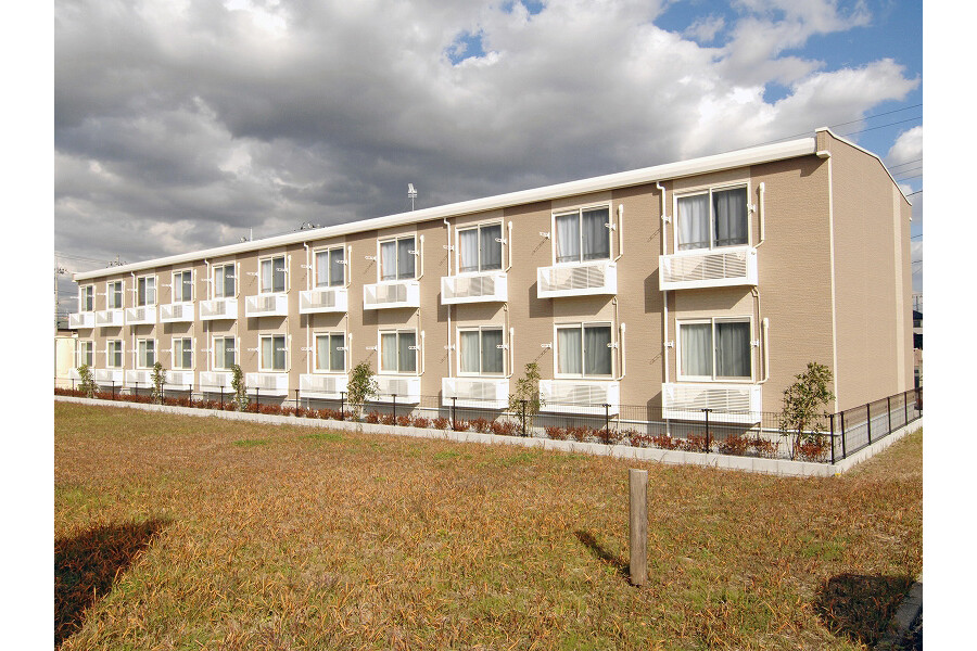 1K Apartment to Rent in Togane-shi Exterior