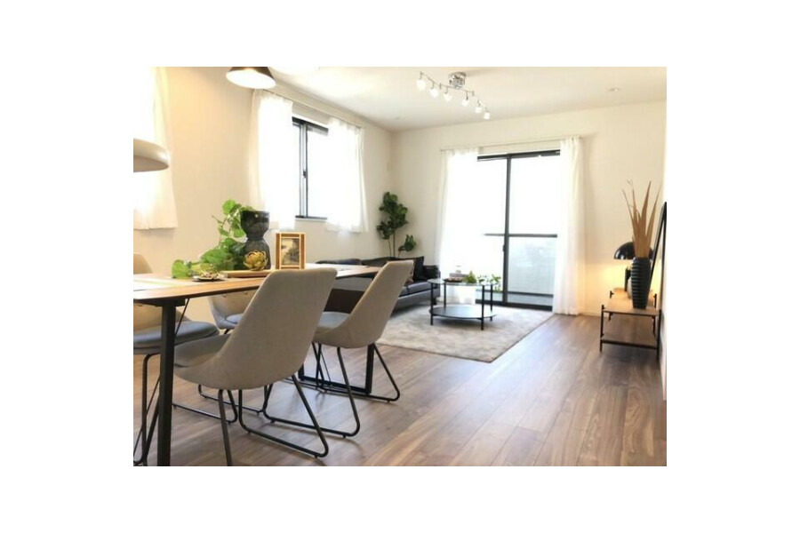 4LDK House to Buy in Suita-shi Living Room