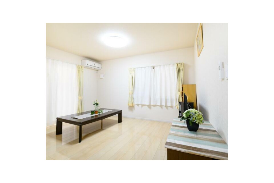 4LDK House to Buy in Osaka-shi Nishiyodogawa-ku Living Room