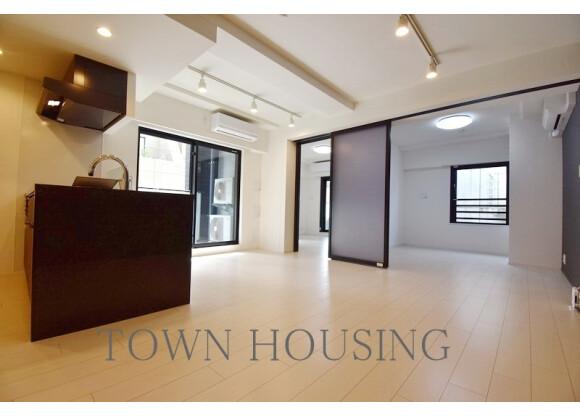 2LDK Apartment to Rent in Minato-ku Floorplan
