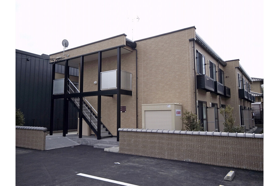 1K Apartment to Rent in Kameoka-shi Exterior