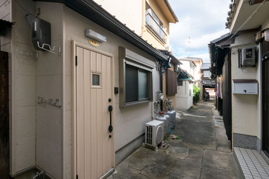 1R Terrace house to Buy in Kyoto-shi Minami-ku Exterior