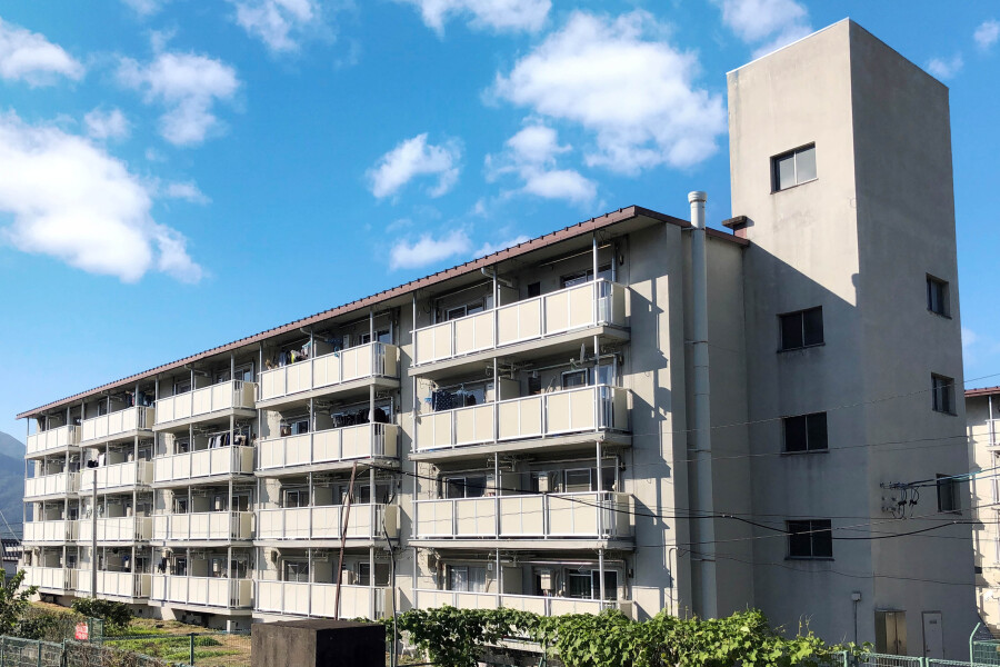 2K Apartment to Rent in Hanishina-gun Sakaki-machi Exterior