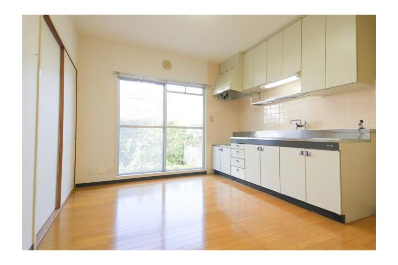 4DK Apartment to Rent in Yokohama-shi Tsuzuki-ku Room
