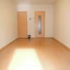 1K Apartment to Rent in Osaka-shi Asahi-ku Living Room