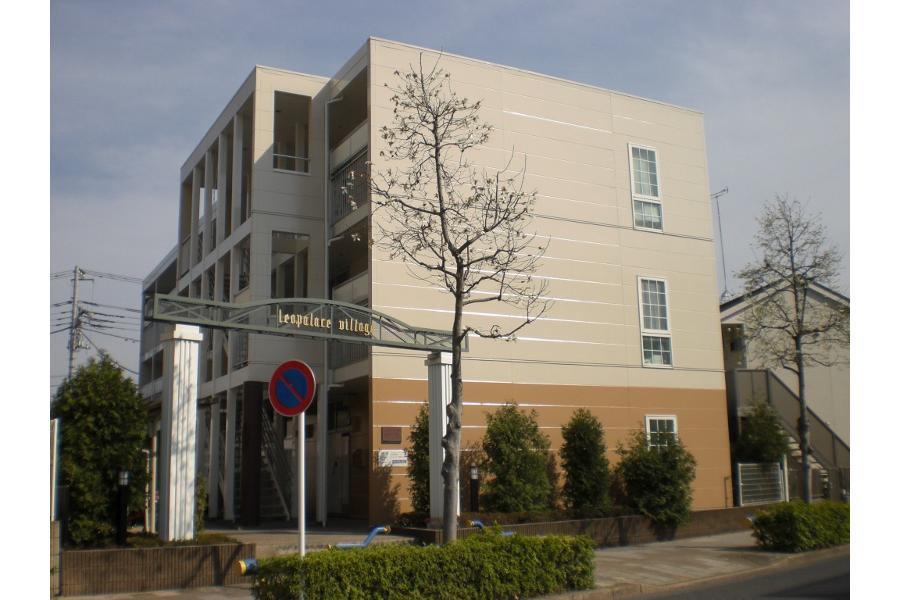 1K Apartment to Rent in Fuchu-shi Exterior