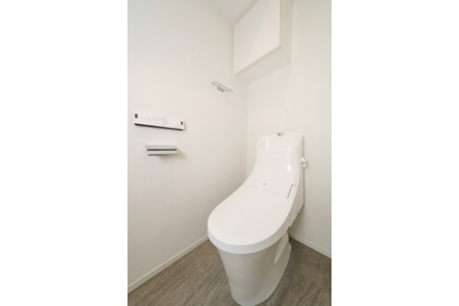 1LDK Apartment to Rent in Minato-ku Toilet