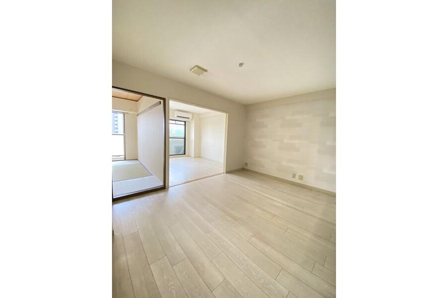 3LDK Apartment to Rent in Osaka-shi Tsurumi-ku Living Room