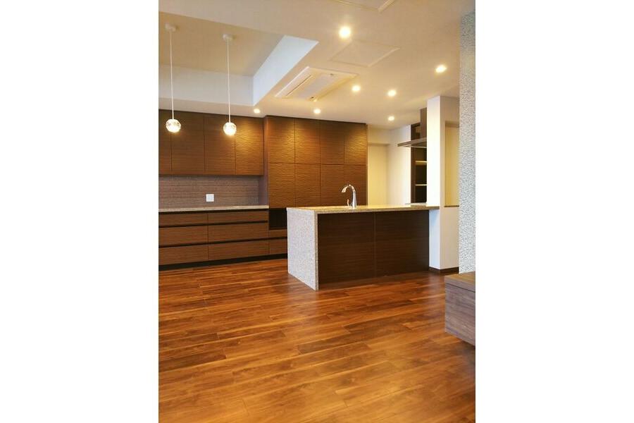 2LDK Apartment to Rent in Osaka-shi Yodogawa-ku Interior