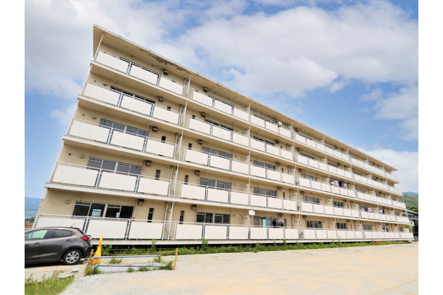 2DK Apartment to Rent in Kumage-gun Hirao-cho Exterior