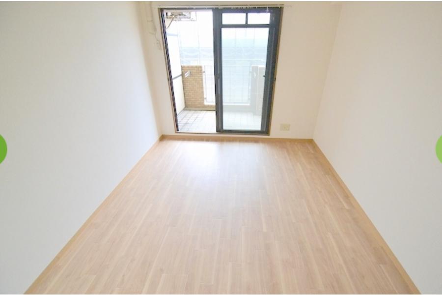 1K Apartment to Rent in Osaka-shi Yodogawa-ku Living Room