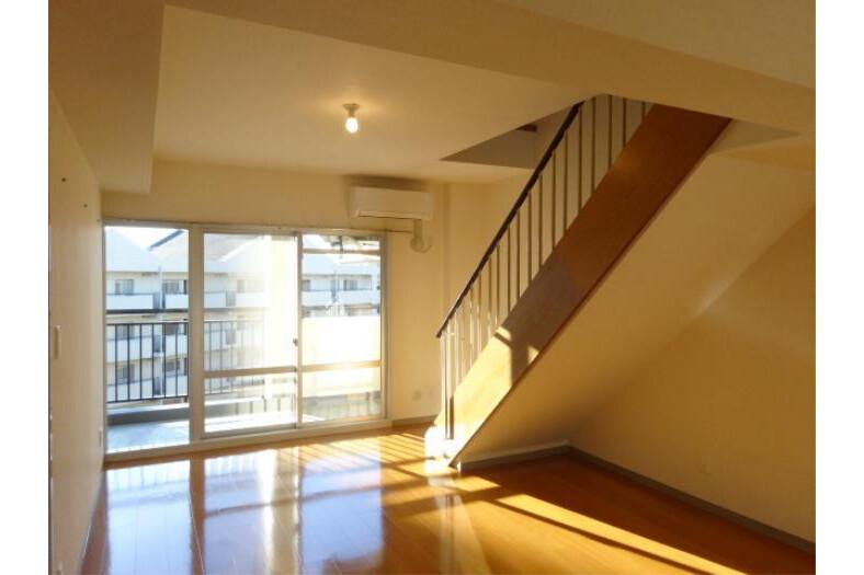 2LDK Apartment to Rent in Yokohama-shi Tsuzuki-ku Living Room