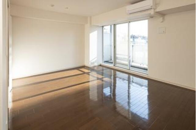 6K Apartment to Rent in Meguro-ku Living Room