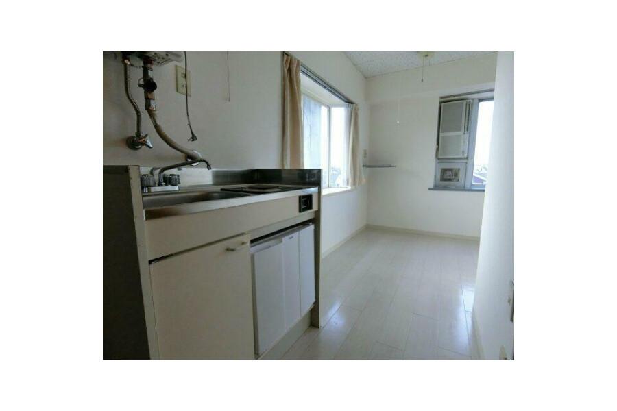 1R Apartment to Rent in Osaka-shi Abeno-ku Living Room