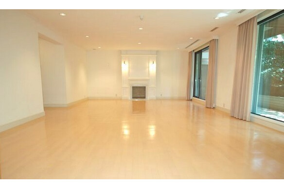 4LDK Apartment to Rent in Shibuya-ku Living Room