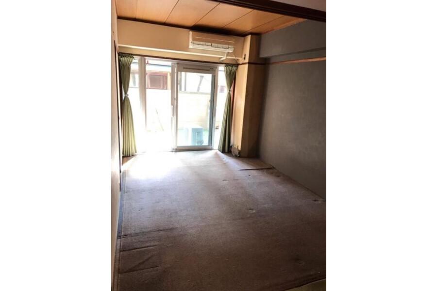 2K Apartment to Buy in Minato-ku Interior