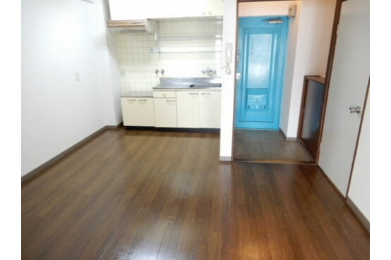 2LDK Apartment to Rent in Osaka-shi Tsurumi-ku Living Room