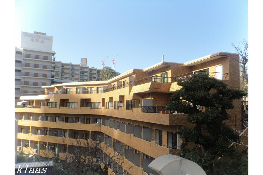 1K Apartment to Buy in Shinagawa-ku Exterior