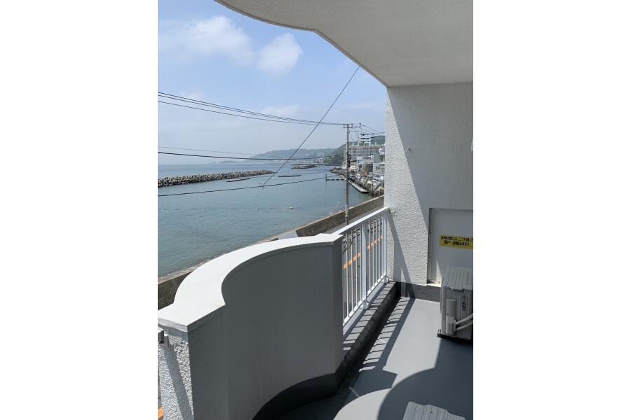 1LDK Apartment to Buy in Yokosuka-shi Balcony / Veranda