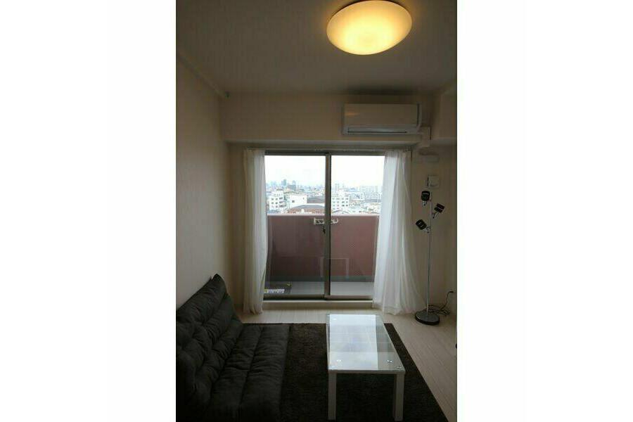 1K Apartment to Rent in Osaka-shi Ikuno-ku Living Room