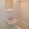 1K Apartment to Rent in Chiyoda-ku Shower