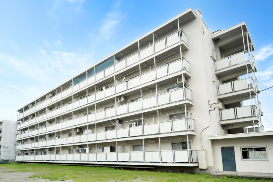 3DK Apartment to Rent in Yokohama-shi Seya-ku Exterior