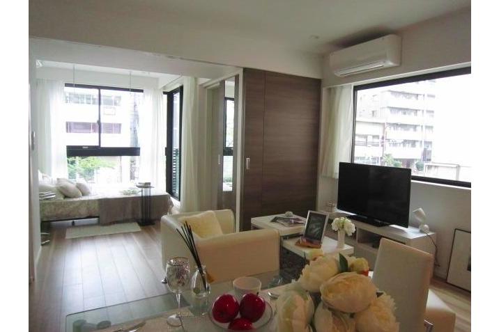 在港區內租賃1LDK 公寓大廈 的房產 起居室