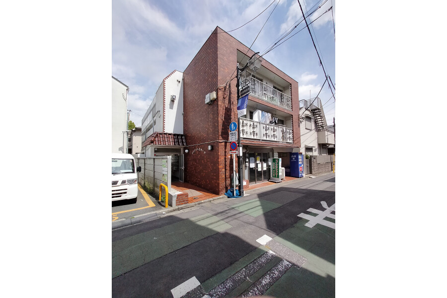 1R Apartment to Buy in Suginami-ku Exterior