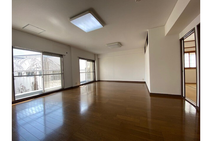 2LDK Apartment to Rent in Kobe-shi Chuo-ku Interior