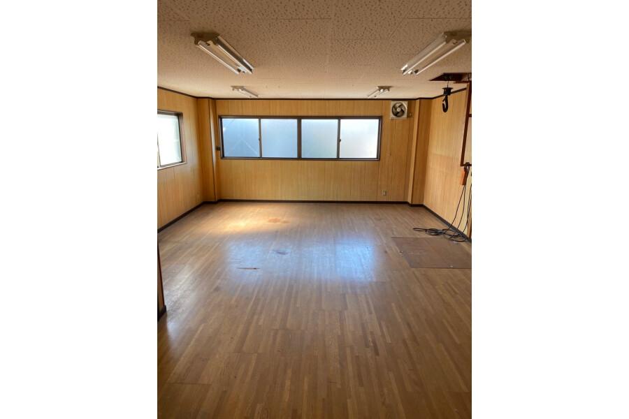 Whole Building Retail to Buy in Osaka-shi Joto-ku Interior