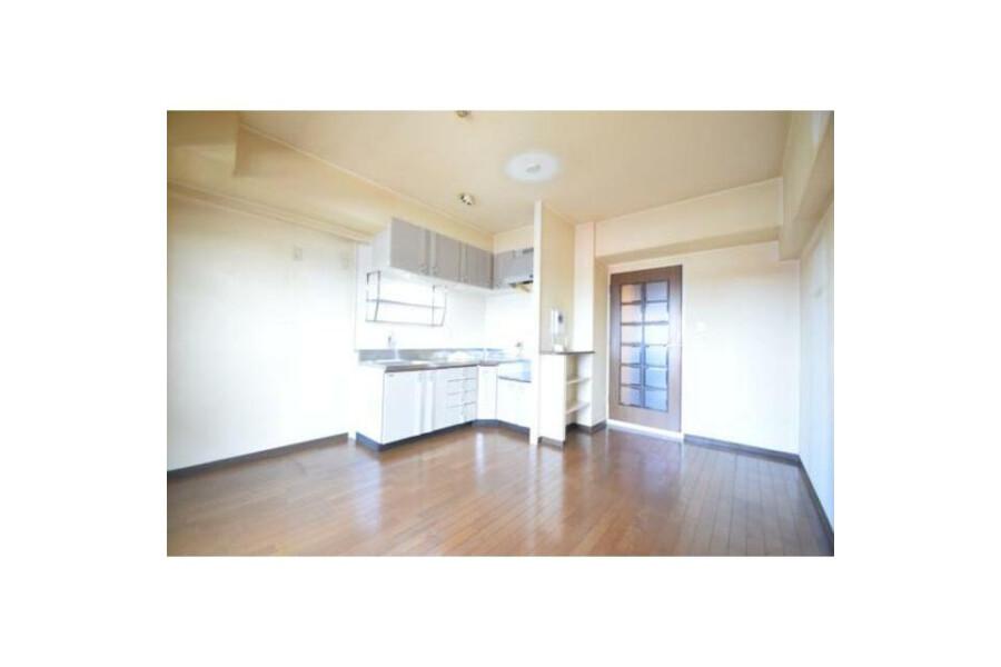 2LDK Apartment to Rent in Osaka-shi Higashisumiyoshi-ku Living Room