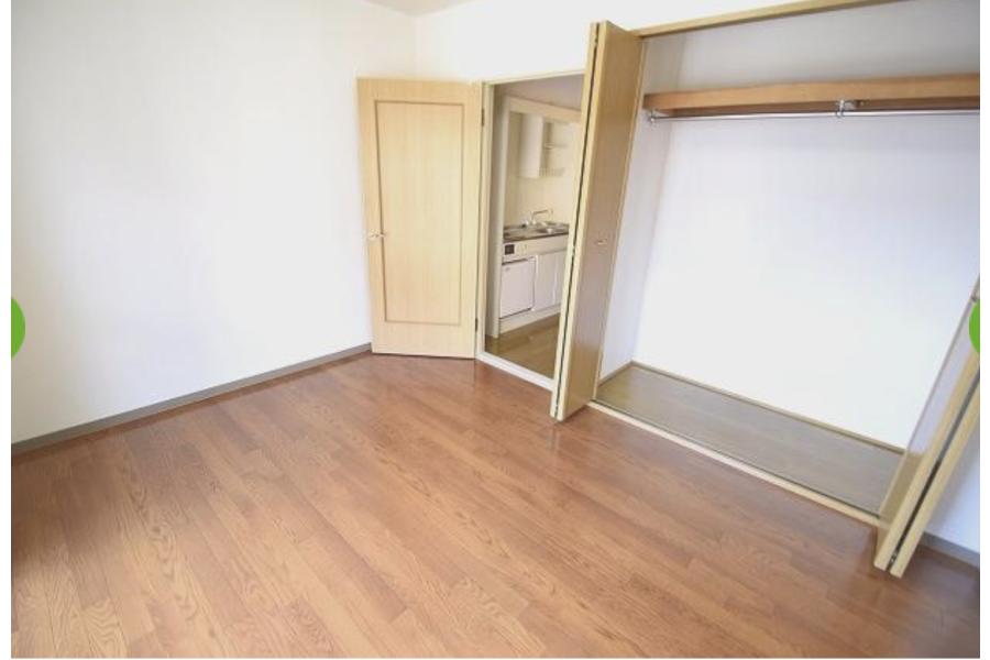 1K Apartment to Rent in Osaka-shi Fukushima-ku Living Room