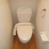 1K Apartment to Rent in Osaka-shi Joto-ku Toilet