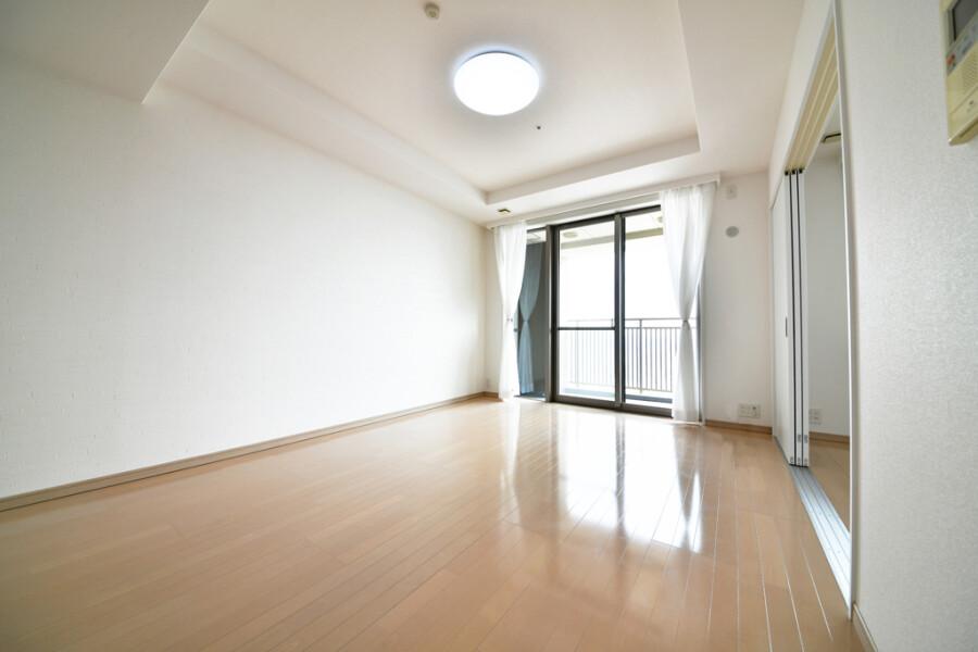 3LDK Apartment to Buy in Osaka-shi Minato-ku Living Room