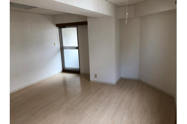 1K Apartment to Buy in Osaka-shi Yodogawa-ku Living Room