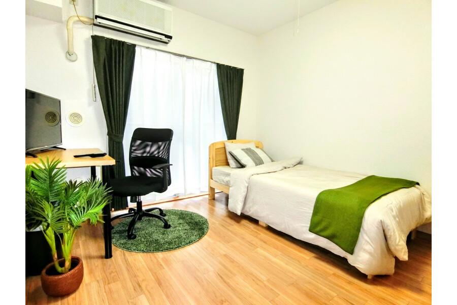 1K Apartment to Rent in Yokohama-shi Kanagawa-ku Room