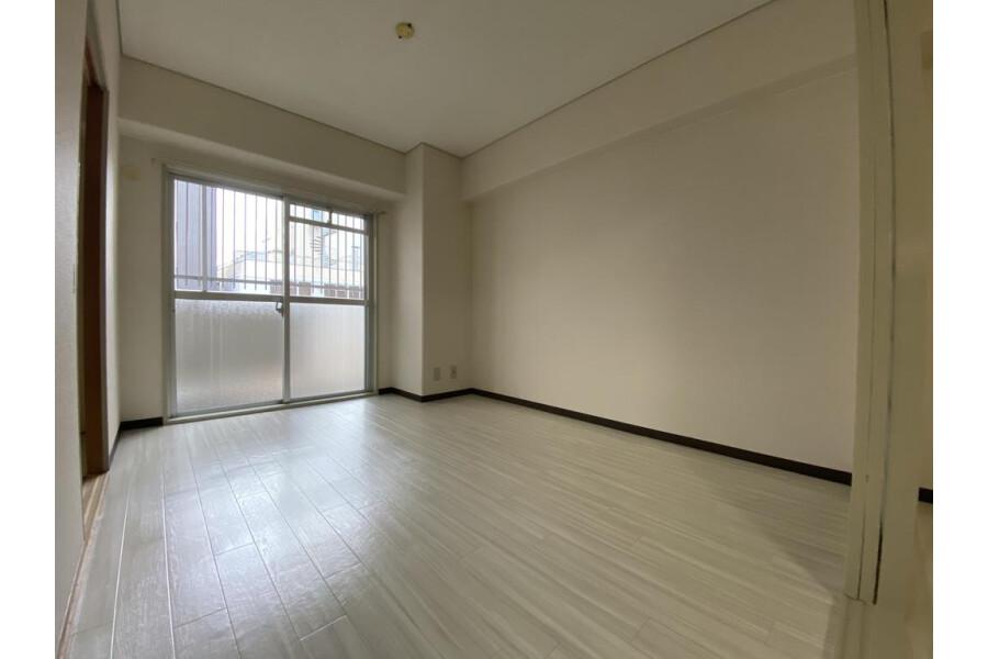 2LDK Apartment to Rent in Osaka-shi Chuo-ku Living Room