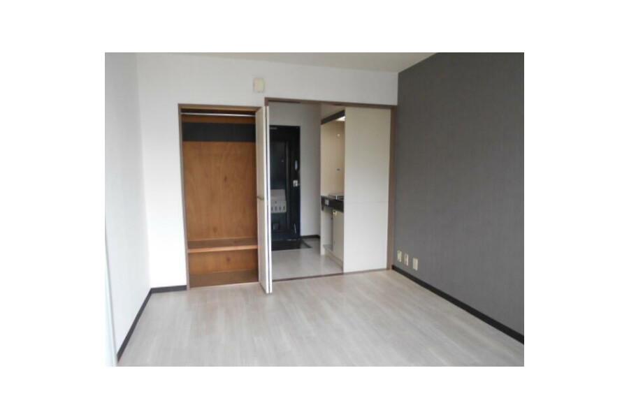 1R Apartment to Rent in Osaka-shi Higashiyodogawa-ku Interior