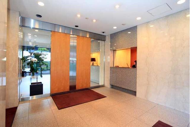 3LDK Apartment to Rent in Shibuya-ku Building Entrance