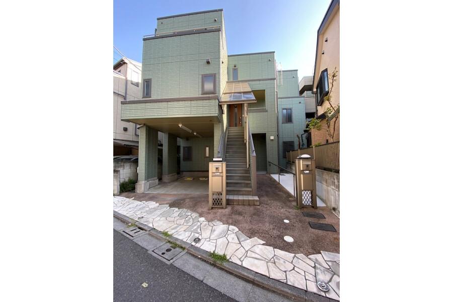 4LDK Apartment to Rent in Arakawa-ku Exterior