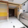 1K Apartment to Rent in Osaka-shi Naniwa-ku Entrance Hall