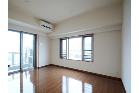 2LDK Apartment to Rent in Shinjuku-ku Room