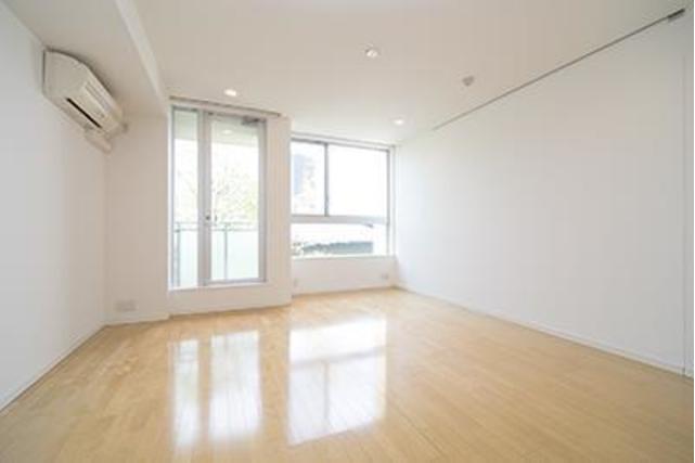 1R Apartment to Rent in Shibuya-ku Living Room