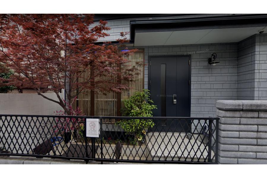 Whole Building Hotel/Ryokan to Buy in Shinjuku-ku Entrance